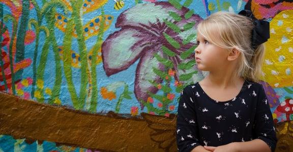 這世界很亂,該如何和女兒在日常生活中自然談性?