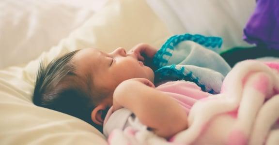 寶寶總是要人哄睡?讓孩子自行入睡的三大技巧(上)