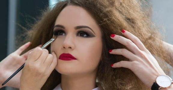 消失的素顏權:一旦開始化妝,就只能基於禮儀繼續化下去?