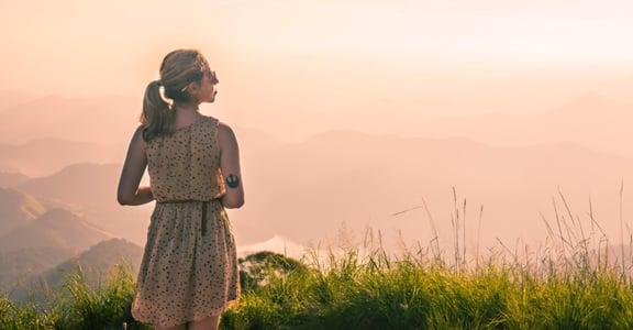總是被焦慮與痛苦籠罩?兩個練習,可以讓你更幸福