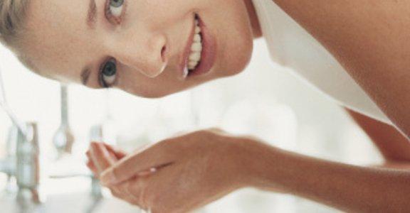 清水洗臉,一生美肌:過度清潔,是造成肌膚老化的兇手!