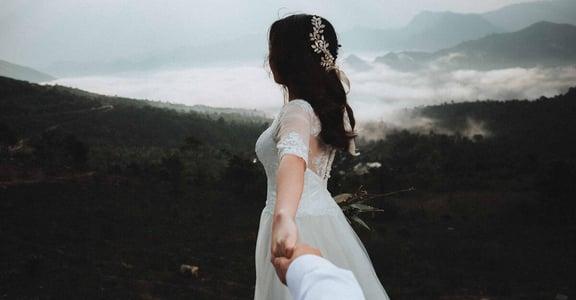 「該不該結婚生小孩、職涯怎麼辦?」解析 25 歲女性寂寞現象,與焦慮緊緊相連