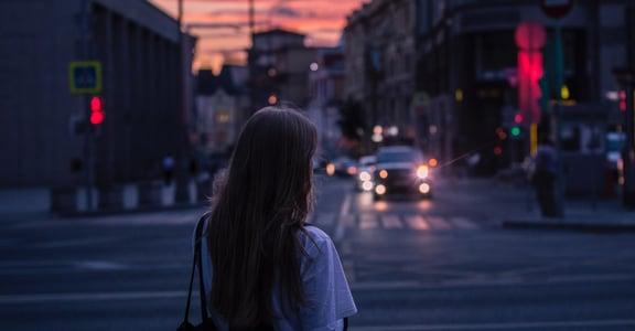 致曾在愛裡受傷的你:學習接納、瞭解,擁抱過去的自己