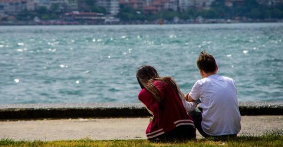 異國戀一點都不浪漫?伴侶間的「務實溝通」,就發生在思考翻譯的那幾秒