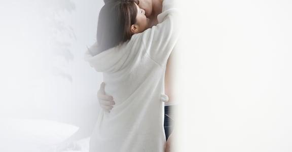 為何「性愛」無法帶來持久的快樂?情慾解放了,但愛卻更加封閉