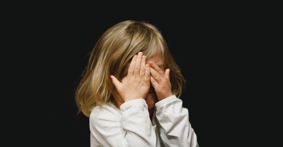 關係功課:溫柔擁抱受傷的內在小孩,打破親密關係的惡性循環
