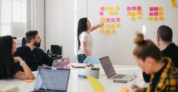 建立幸福感爆棚的工作環境,從了解夥伴開始!女人迷聊職場:人是成功最重要的因素