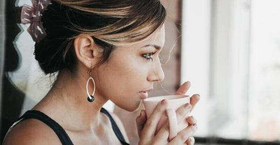 單身又怎樣?喜歡一個人喝茶、看書、靜謐的午後