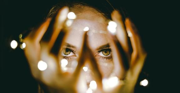 為什麼總是習慣懷疑自己?10 項指標,檢測你是否具有「冒牌者症候群」