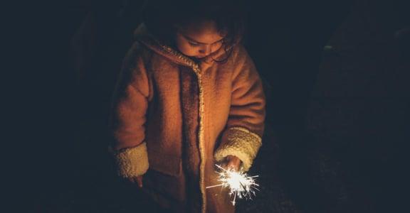 童年創傷如何解?當你遇見過去的自己,請對他說:孩子,辛苦了,你很棒
