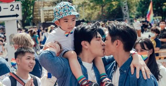《酷蓋爸爸》導演陳怡妤手記|我們記錄下全球規模最大、別具意義的「同志大遊行」