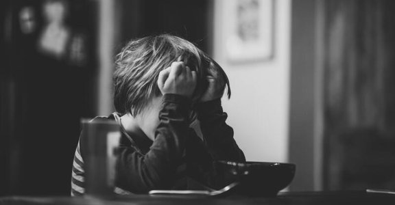 「不要讓孩子因為恐懼而聽話!」若父母拒絕孩子的負向情緒,孩子可能學會壓抑