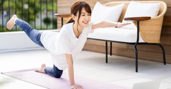 疫情在家還能做什麼?透過線上瑜伽課,感受「觀照」身體的新方式