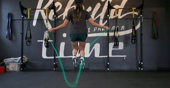 跳繩減脂的 9 大好處!連續跳繩,體態會有什麼改變?