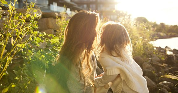 為什麼我怎麼做都不對?原生家庭創傷:無論是不是基於愛的緣故,被傷害的感覺是真的