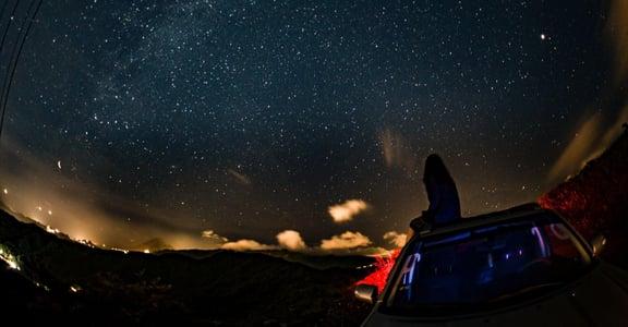 不朽專文|別成為一座孤島,成為自己的星球,再去熱愛整個宇宙