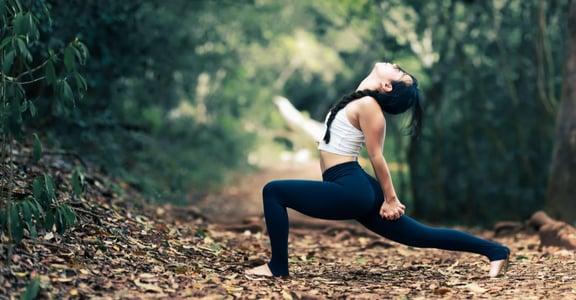 早晨空腹練 10 分鐘 6 種瑜伽體式!塑造腰部線條、改善腸胃便秘