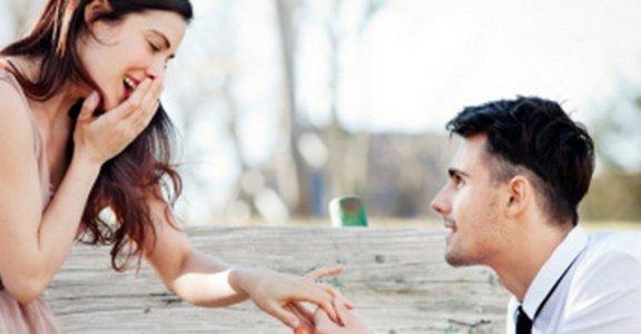 他求婚不下跪,我就不嫁!真的是浪漫嗎?