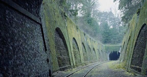 八十歲的法國鐵道,荒廢卻無損她的美