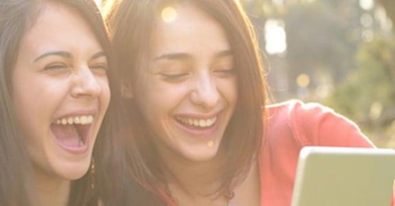 越愛笑的人臉越小!修飾小臉的三個偷吃步
