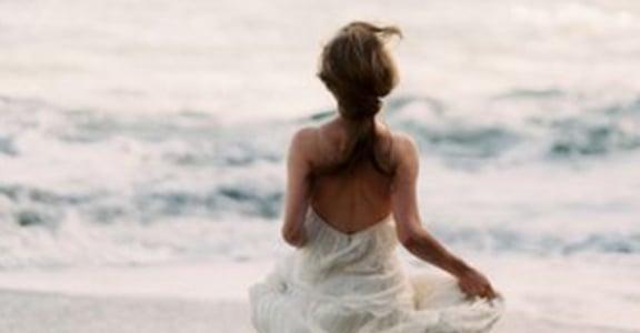 寫給十年後:希望你還相信愛情,想起曾經還會流淚