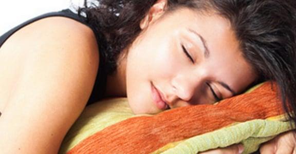 為何總是失眠又情緒不穩?側睡、仰睡、趴睡其實會影響身體健康!