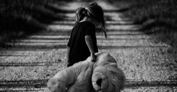 心理諮商師的告白:我花了好多時間,擁抱自己的內在小孩