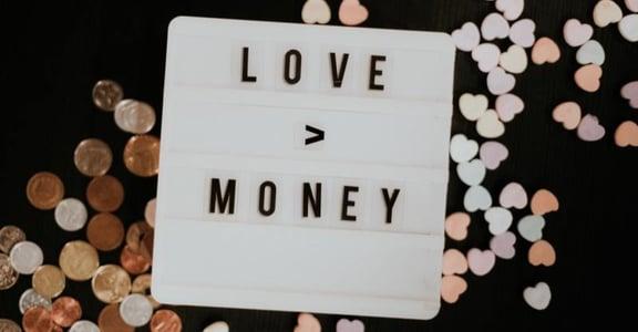 【吳若權專文】愛情與麵包的謬誤:得不了愛,也富有不了