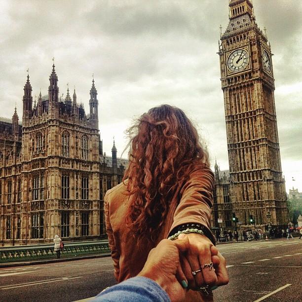 Photographer Captures Girlfriend Leading Him Around the World PUXIYHn