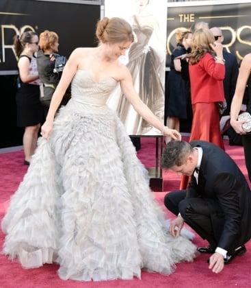 Amy Adams and this season's de rigeur accessory - a squatting man. So chic!