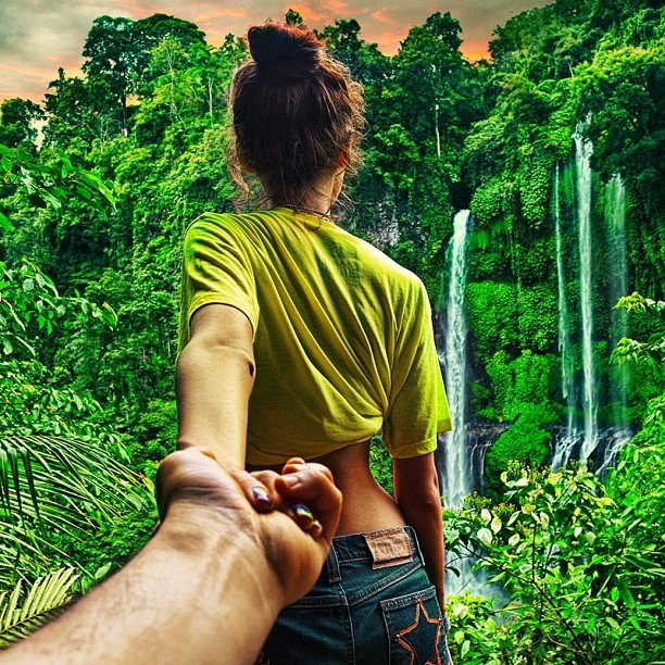 Photographer Captures Girlfriend Leading Him Around the World eubE8nk