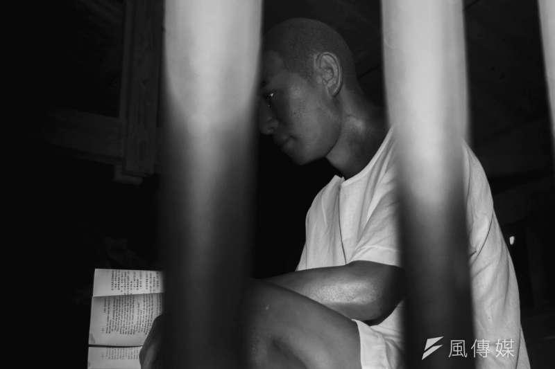 很多死刑犯會說「我真的不想再拖了」,另一個更深層的面向其實是恐懼,他們就是害怕未來,他們就是不敢面對。(情境照片,葉信菉攝)