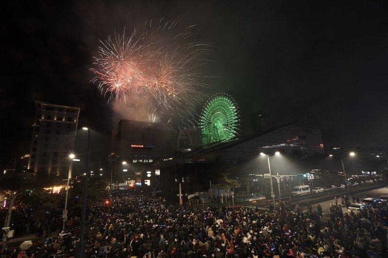 迎接2020全台跨年煙火總整理!義大最狂施放999秒,煙火是摩天輪兩倍大-1