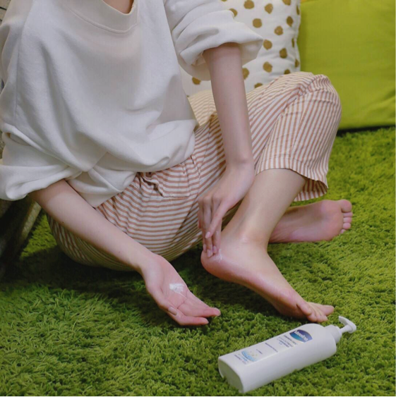 Youtuber 千千使用凡士林乳液局部加強乾燥部位