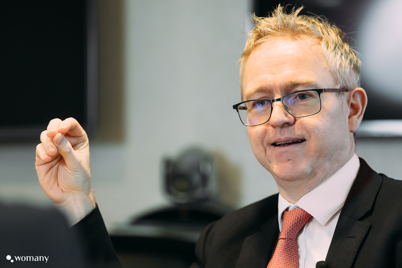 台灣渣打銀行的總經理韓德聖 Ian Anderson,接受女人迷專訪
