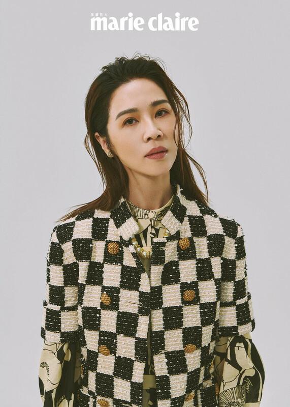 黑白方格短袖外套、罌粟印花長洋裝、GG甜筒單邊耳環,all by Gucci;珍珠項鍊,Stylist's Own。