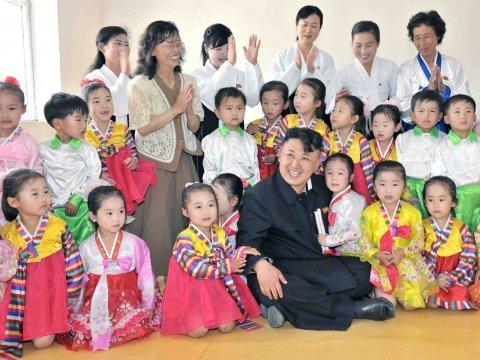 北韓勸導中國遊客不要餵食當地孩童