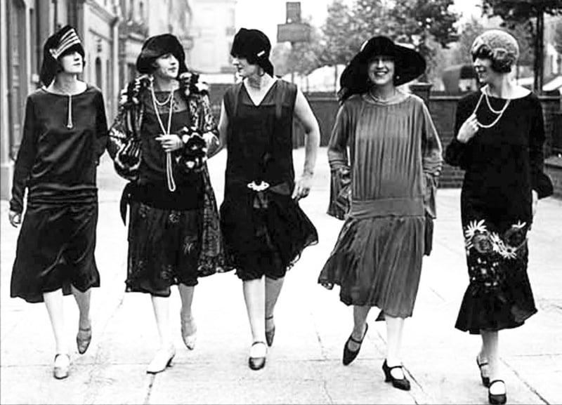 上世紀二○年代的歐洲,女裝的解放與女權深有關係。其時,地球另一邊的中國也一樣經歷同樣的解放。