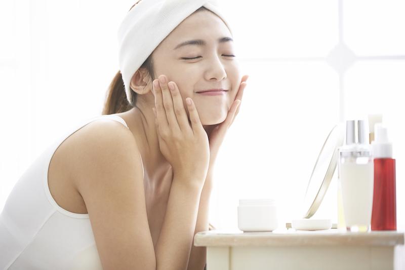 PIXTA 圖庫 女孩洗臉保養 womany