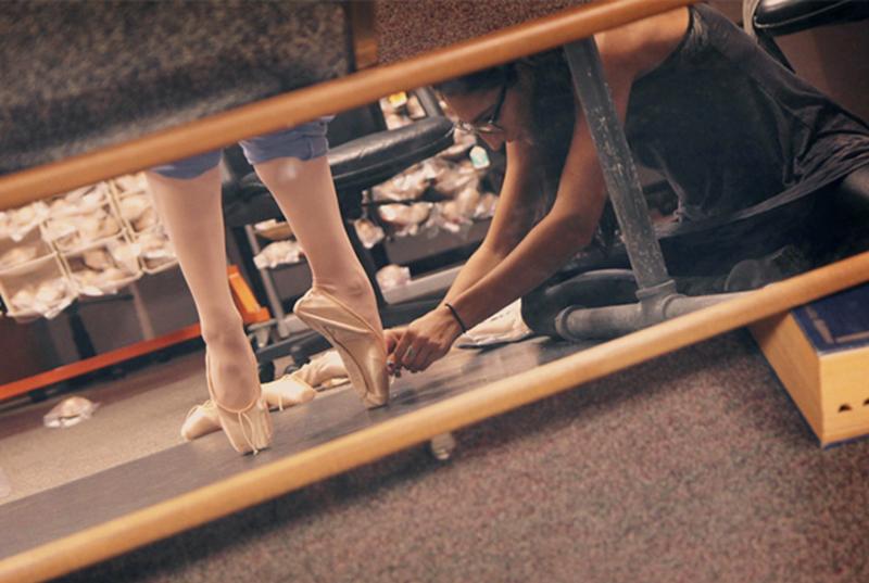淺色芭蕾舞服裝一直被視為正統顏色。(Freed of London)