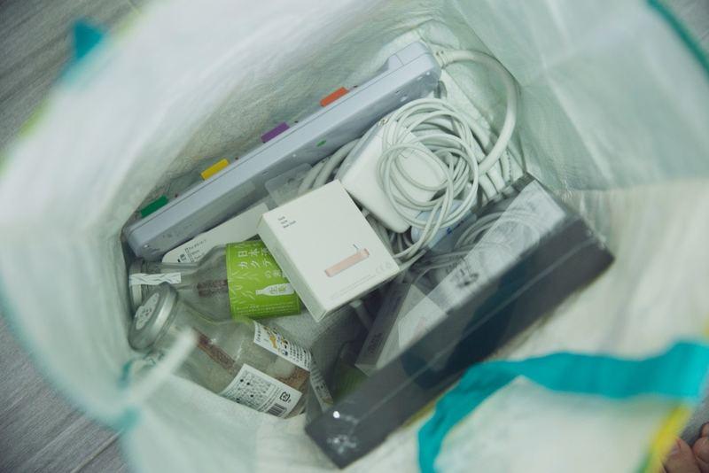 【斷捨離箱】家中設有一個小型「斷捨離箱」,當覺得不再需要那件物件時,便把它放到箱內,滿了便拿去捐贈。(龔嘉盛攝)