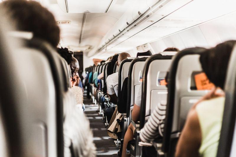 坐飛機,你又愛選擇哪個座位呢?(Gerrie van der Walt@unsplash)