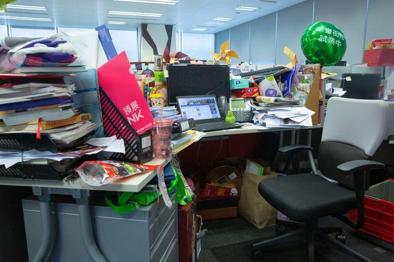 在Sharon眼中,Julianna的辦公桌之混亂程度達到七分,但這種混亂程度,在很多辦公室都不難找到吧!(黃舒慧攝)