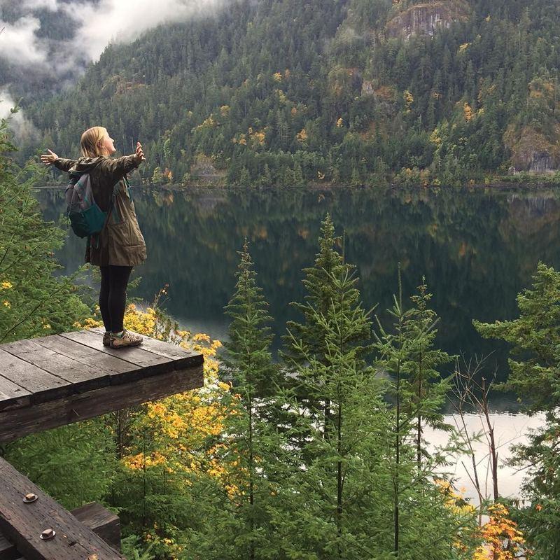 Cait Flanders在25歲時已累積了接近3萬美元(約23.5萬港元)的債務,她決心改變自己的生活習慣。(caitflanders@Instagram)