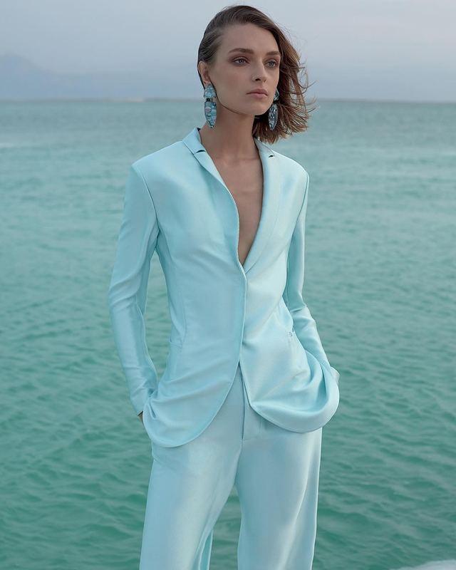 寧靜藍放在服裝上簡直就是藝術!(IG@ armani)