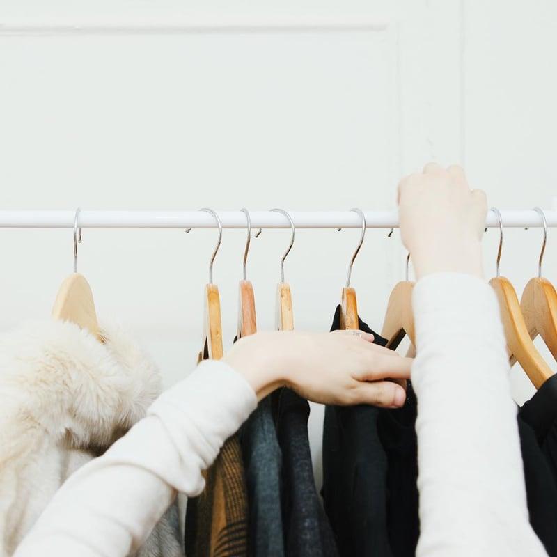 Maria更實行了「膠囊衣櫃」理念,只餘下45件衣服、16對鞋與18件配飾。(goldzipper_@Instagram)