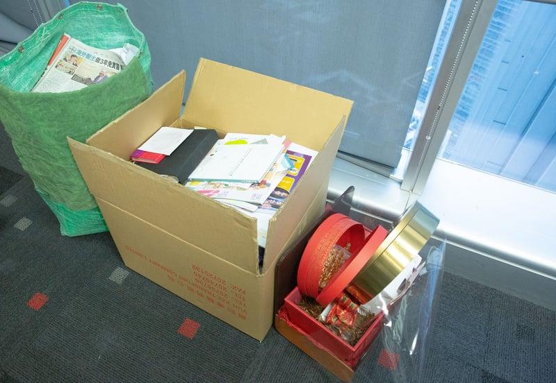 Julianna丟掉的雜物總共三大盒。(黃舒慧攝)