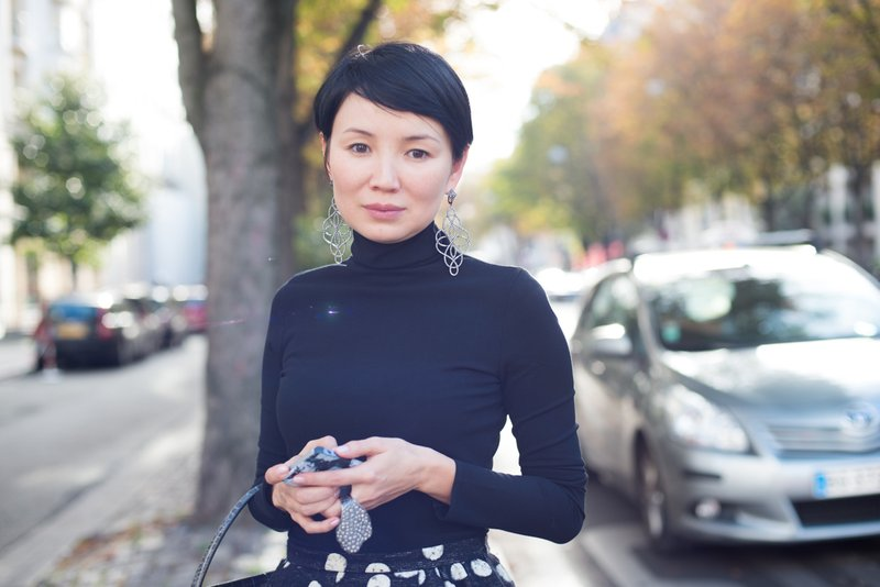 Paris Fashion Week Street Style Woman In The Skirt | MUCstyle by Fanning Tseng