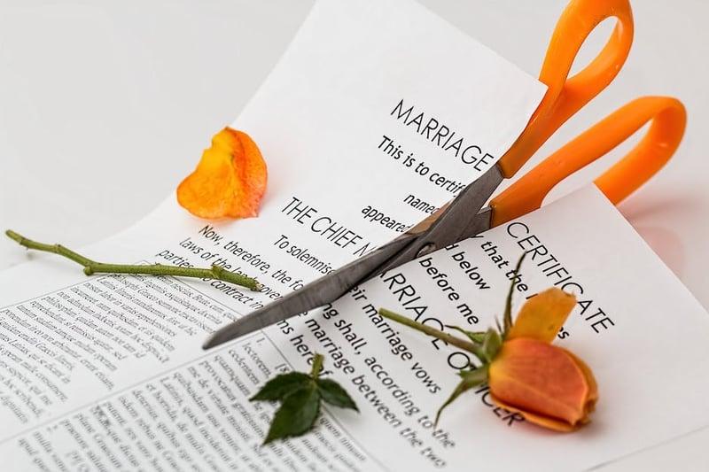 法律因特定關係的連結而賦予當事人特殊地位