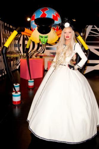 BARNEYS NEW YORK Lady Gaga GAGA'S WORKSHOP 卡卡精品店